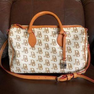 Dooney & Bourke purse— great condition!